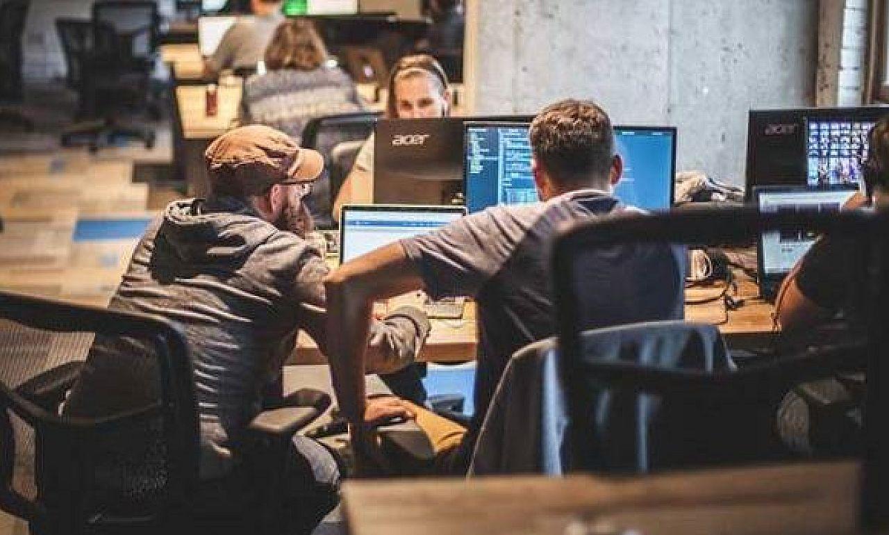 2658d2cd7a A pénznél is nehezebben találnak szoftverfejlesztőket a cégek - Prog.Hu